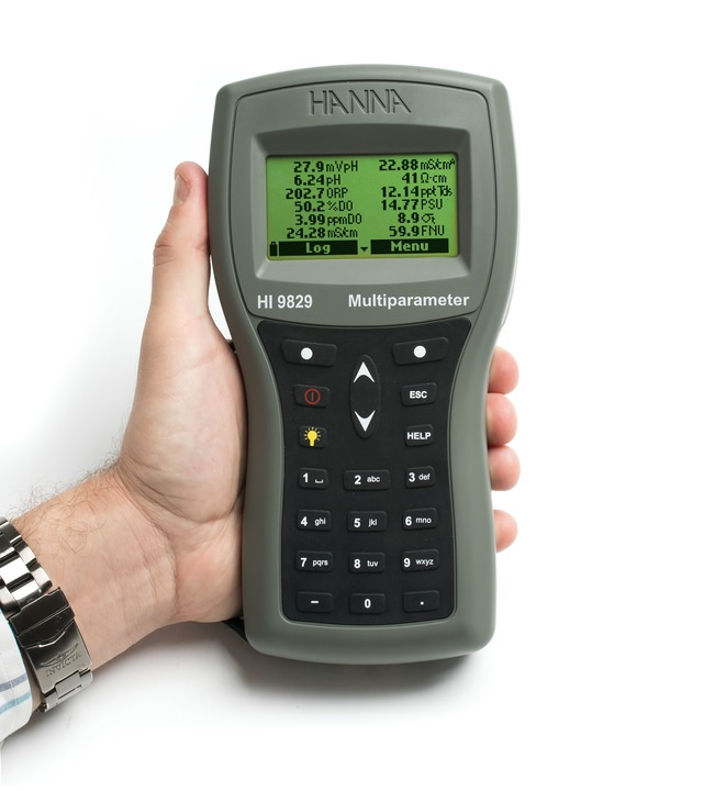 Strumento portatile HI9829 fino a 17 parametri