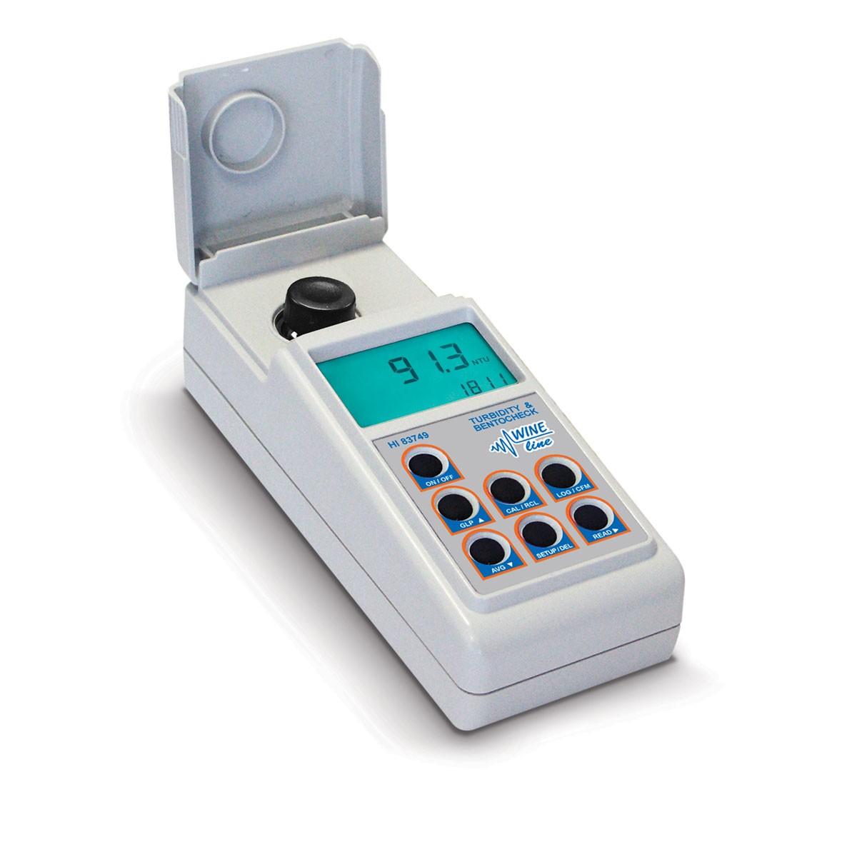 Turbidimetro portatile per l'analisi del vino HI83749